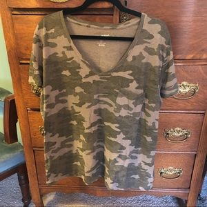 Universal Thread Camouflage Camo top XXL